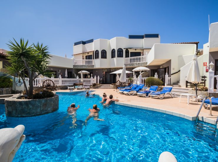 FKK Urlaub auf Fuerteventura - Naturist Sun Club Corralejo - Adults only Resort - im Pool