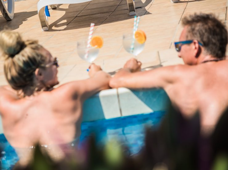FKK Urlaub auf Fuerteventura - Naturist Sun Club Corralejo - Adults only Resort im Pool