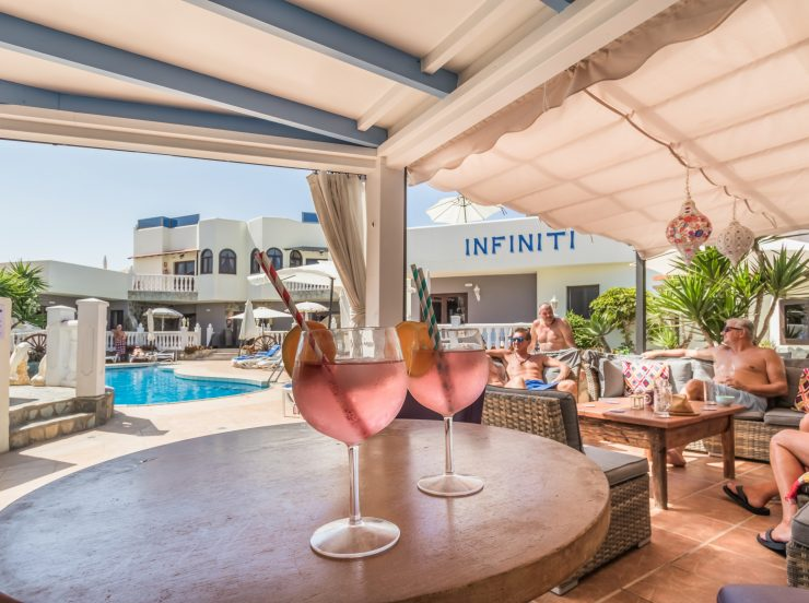 FKK Urlaub auf Fuerteventura - Fuerteventura Naturist Sun Club Corralejo - Adults only Resort Pool Bar