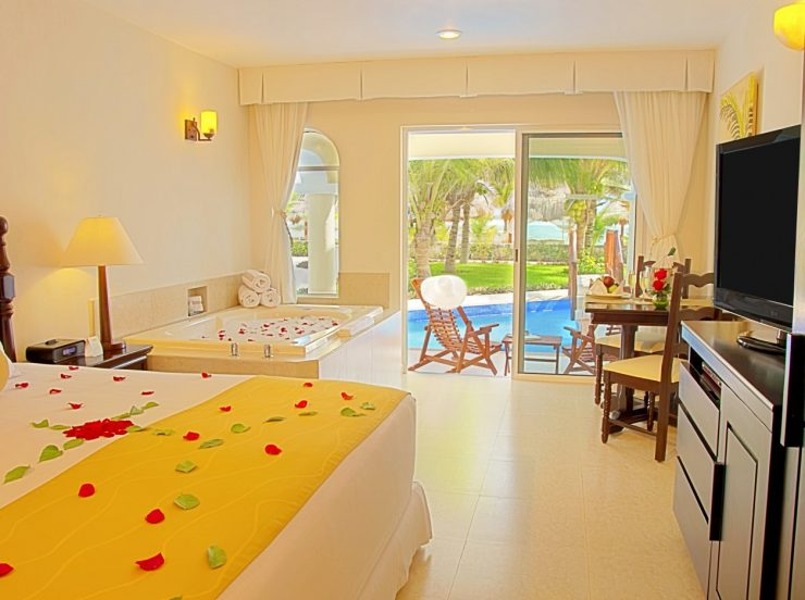 FKK-Urlaub Hidden Beach Resort Cancun Mexiko - Swim-up-Jacuzzi-Junior-Suite